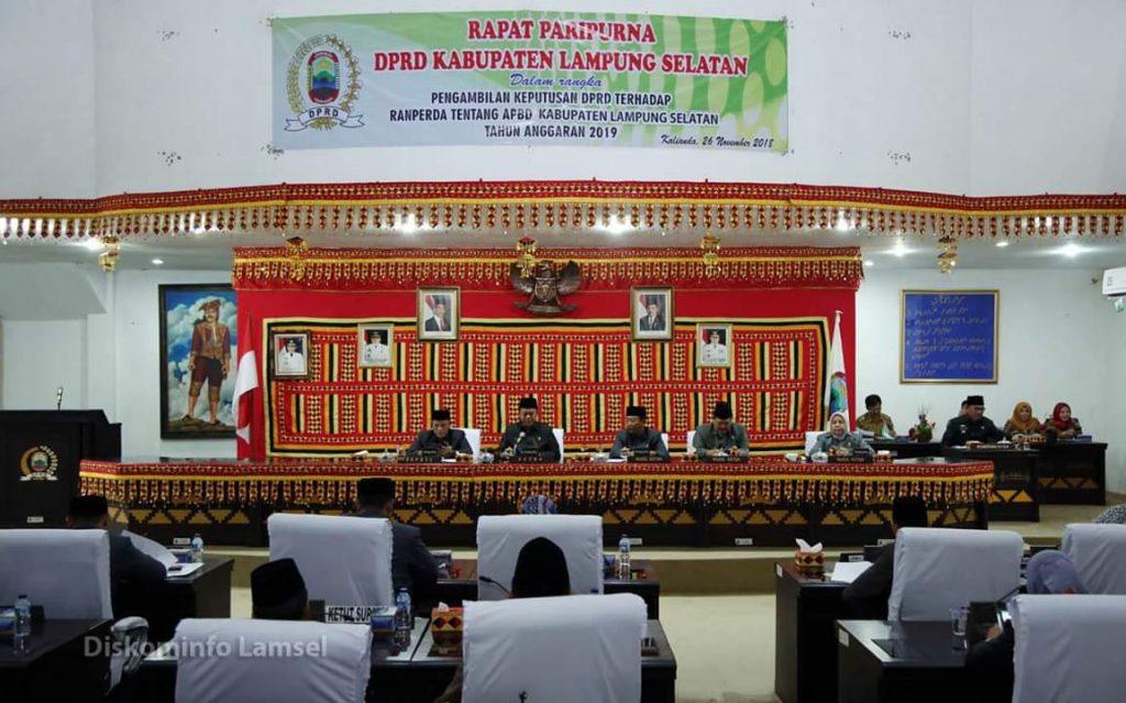 FB_IMG_1543225919726-1024x639 Rapat Paripurna, DPRD Lamsel Setujui Ranperda APBD 2019 Jadi Perda
