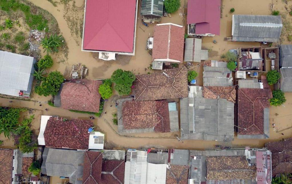 FB_IMG_1543589487564-1024x645 Antisipasi Banjir Susulan, Pemkab Lamsel Siagakan Tenda Pengungsian & Dapur Umum
