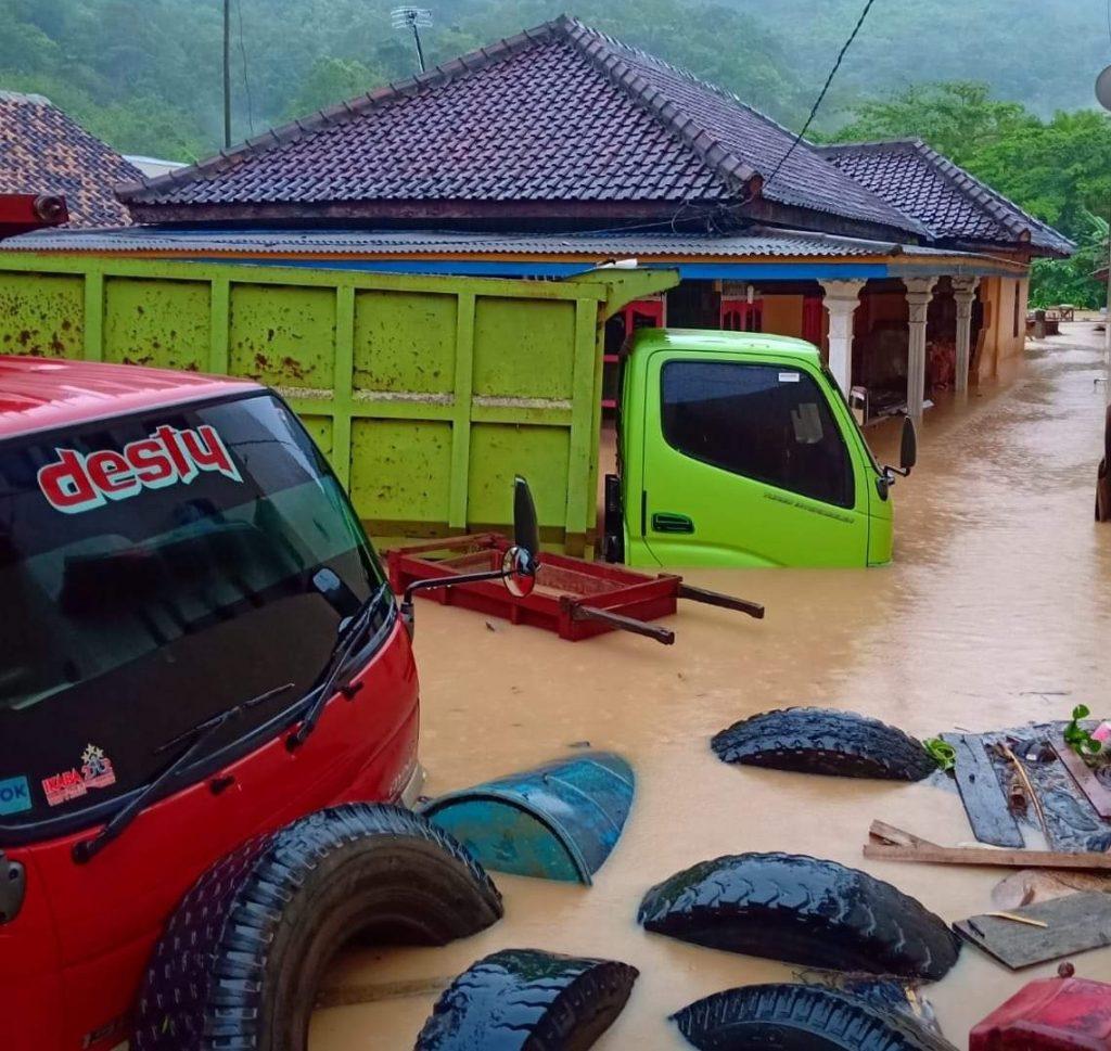 IMG_20181130_185839-1024x969 Tingginya Curah Hujan, Desa Rangai & Tarahan Terendam Banjir