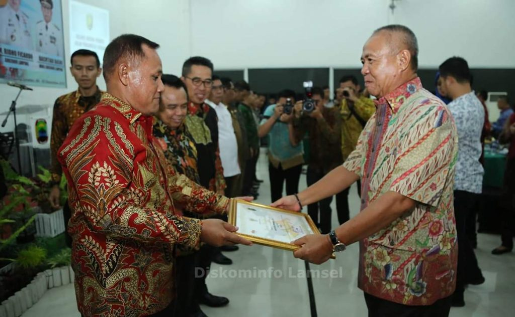 FB_IMG_1543938103674-1-1024x632 Pemkab Lamsel Raih Penghargaan TLHP Terbaik Se-Provinsi Lampung