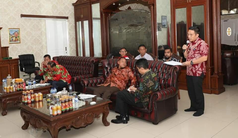 FB_IMG_1544190761328 Saat Briefing, Nanang Soroti Serapan Anggaran & Pendapatan Daerah
