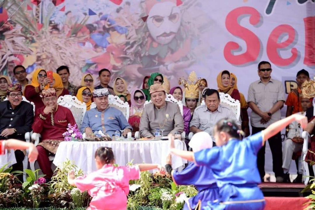 FB_IMG_1544357532952-1-1024x683 Naik Kereta Kencana, Ridho Keliling Bandar Lampung Bersama 3500 Peserta Pawai Seni & Budaya
