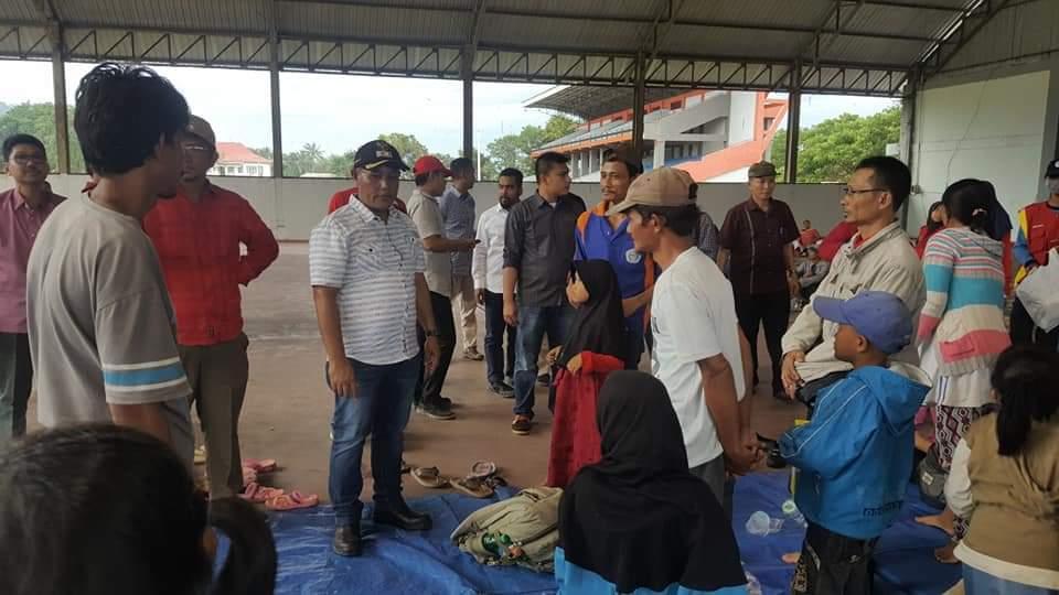 FB_IMG_1545742895647 Plt. Bupati & Sekda Lamsel Kunjungi Warga Pulau Sebesi Yang Berhasil Dievakuasi