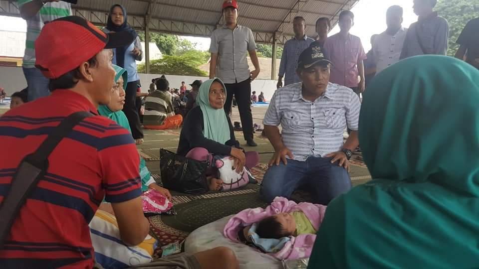 FB_IMG_1545742901628 Plt. Bupati & Sekda Lamsel Kunjungi Warga Pulau Sebesi Yang Berhasil Dievakuasi