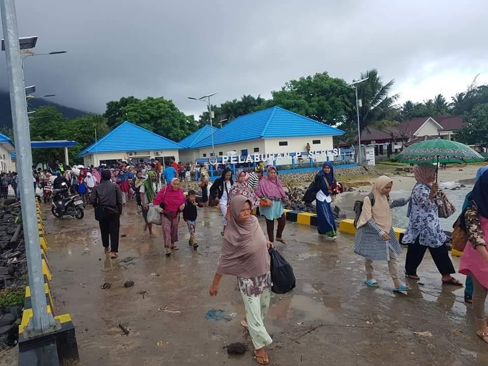 FB_IMG_1545804111986 Hari Ini, Ratusan Warga Pulau Sebesi Di Evakuasi Oleh KMP Jatra III