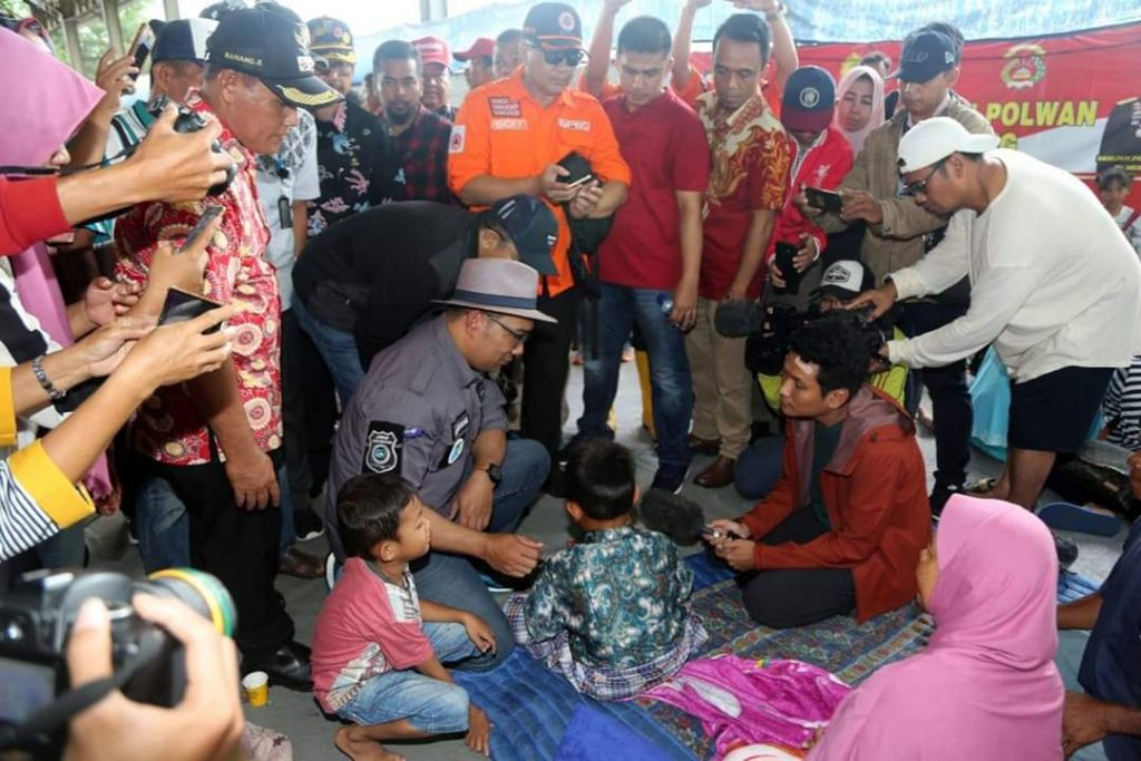 FB_IMG_1545911089470-1024x683 Sambangi Korban Tsunami, Ridwal Kamil Sumbang 1 Milyar Untuk Para Korban