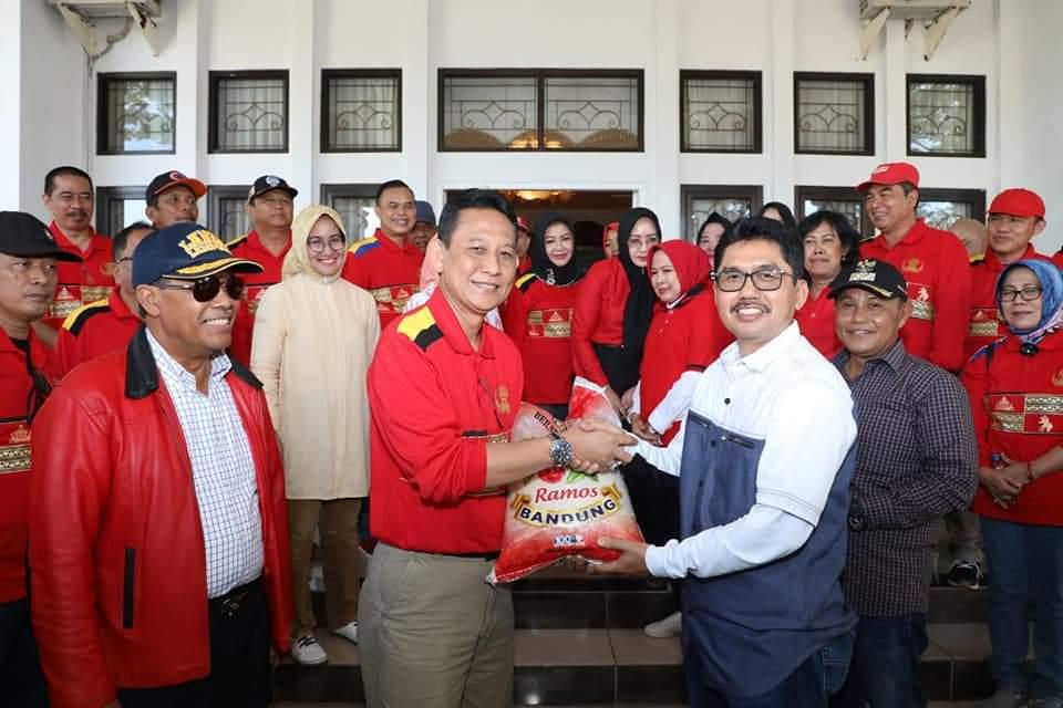 FB_IMG_1546162875474 Loekman Djoyosoemarto Kembali Salurkan Bantuan Tuk Korban Tsunami Lamsel