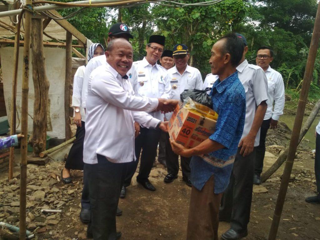 IMG-20181205-WA0067-1024x768 Tim IV Tanggap Bencana Banjir Pemkab Lamsel, Berikan Bantuan Kepada 3 Korban Di Kecamatan Palas