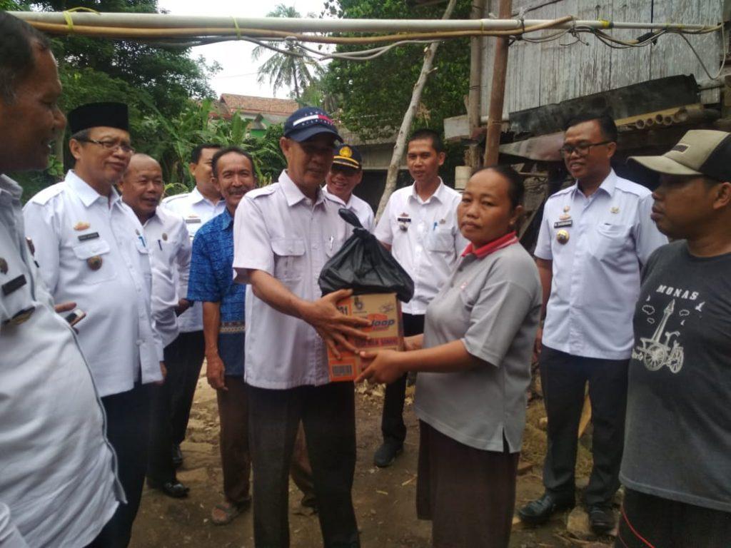 IMG-20181205-WA0083-1024x768 Tim IV Tanggap Bencana Banjir Pemkab Lamsel, Berikan Bantuan Kepada 3 Korban Di Kecamatan Palas