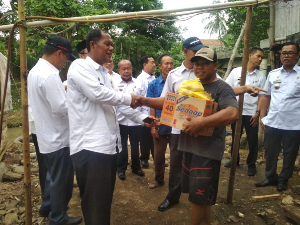 IMG-20181205-WA0085-1024x768 Tim IV Tanggap Bencana Banjir Pemkab Lamsel, Berikan Bantuan Kepada 3 Korban Di Kecamatan Palas