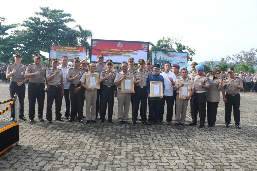 IMG-20181206-WA0028-1024x682 Wow...!!! Kapolda Lampung Kembali Berikan Penghargaan Kepada Personilnya