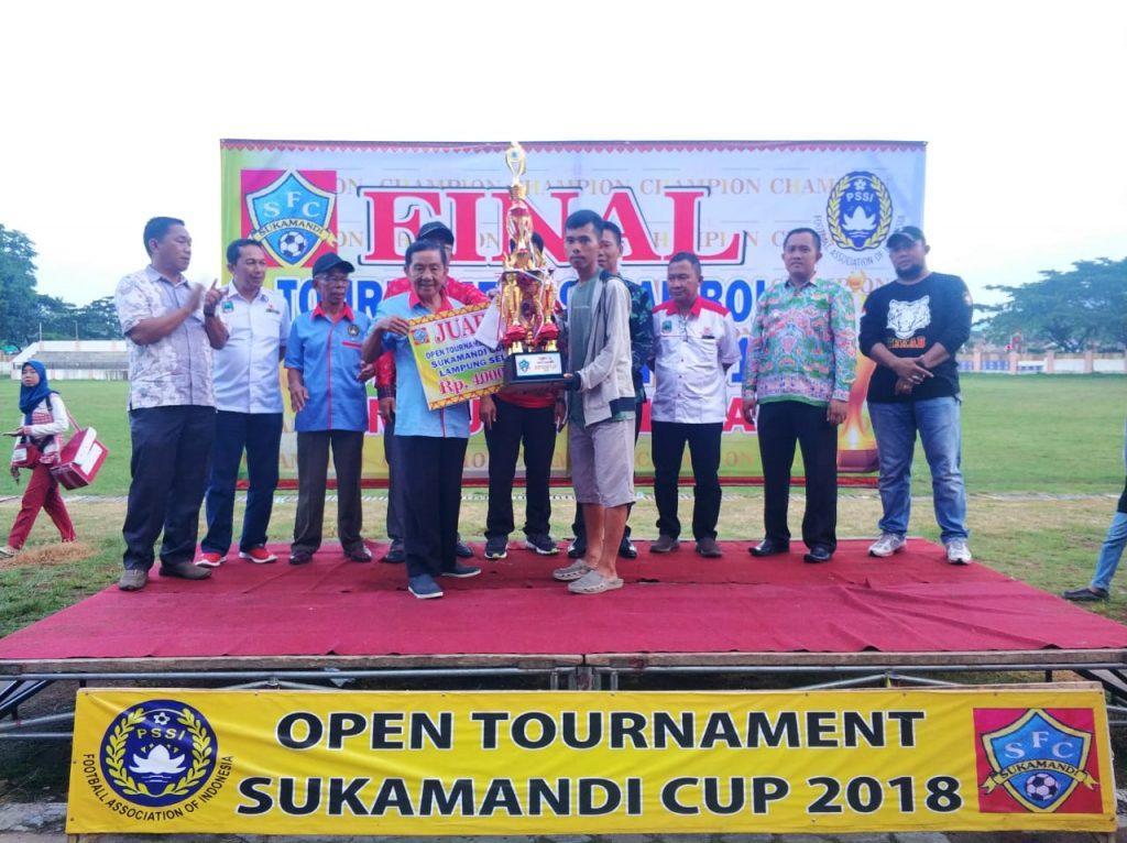IMG-20181207-WA0042-1024x766 Plt. Kadispora Lamsel Resmi Menutup Open Turnamen Sukamandi Cup 2018, Berikut Ini Data Pemenang