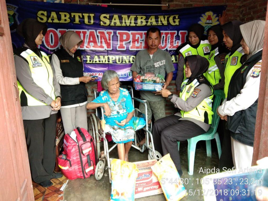 IMG-20181215-WA0012-1024x768 Peduli Sesama, Polwan Peduli Polres Lamsel Kunjungi Nenek Maryamah