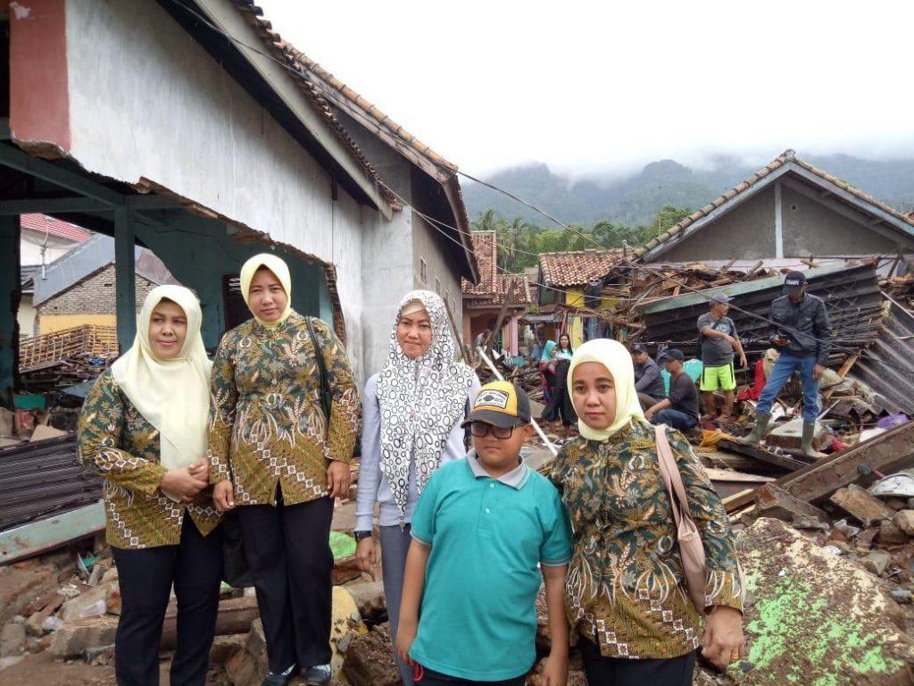IMG-20181224-WA0273-1-1024x768 Kejari & IAD Lamsel Salurkan Bantuan Kepada Korban Tsunami Pesisir