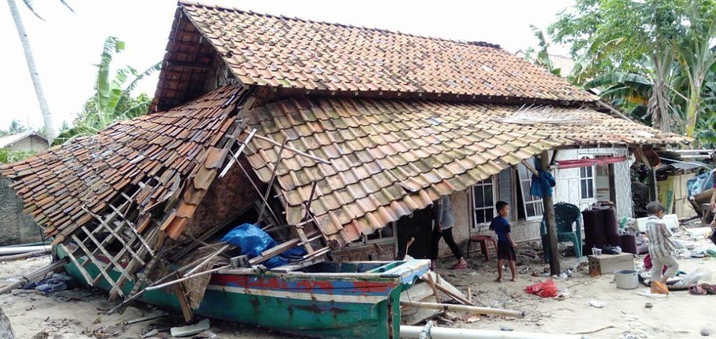 IMG-20181225-WA0025-1024x485 Dampak Tsunami, Di Desa Suak Sidomulyo Ada 4 Rumah Rusak Parah & 2 Rumah Rusak Ringan