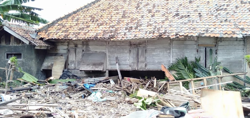 IMG-20181225-WA0026-1024x485 Dampak Tsunami, Di Desa Suak Sidomulyo Ada 4 Rumah Rusak Parah & 2 Rumah Rusak Ringan