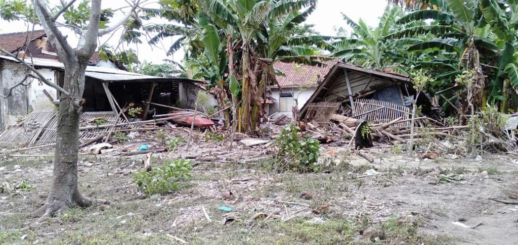 IMG-20181225-WA0029-1024x485 Dampak Tsunami, Di Desa Suak Sidomulyo Ada 4 Rumah Rusak Parah & 2 Rumah Rusak Ringan