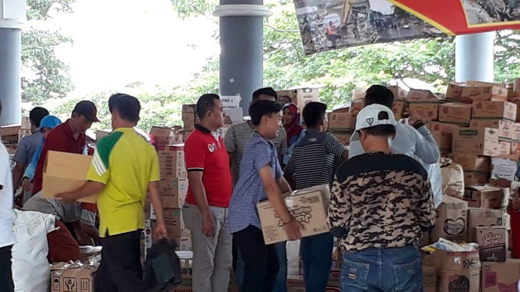 IMG-20181228-WA0316-1024x576 Tak Kenal Lelah, 12 Orang Staf Sekretariat DPRD Lamsel Diperbantukan Jadi Relawan Tsunami