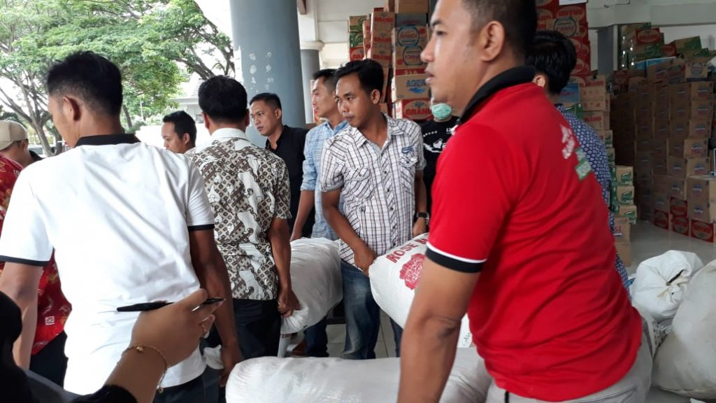 IMG-20181228-WA0317-1024x576 Tak Kenal Lelah, 12 Orang Staf Sekretariat DPRD Lamsel Diperbantukan Jadi Relawan Tsunami