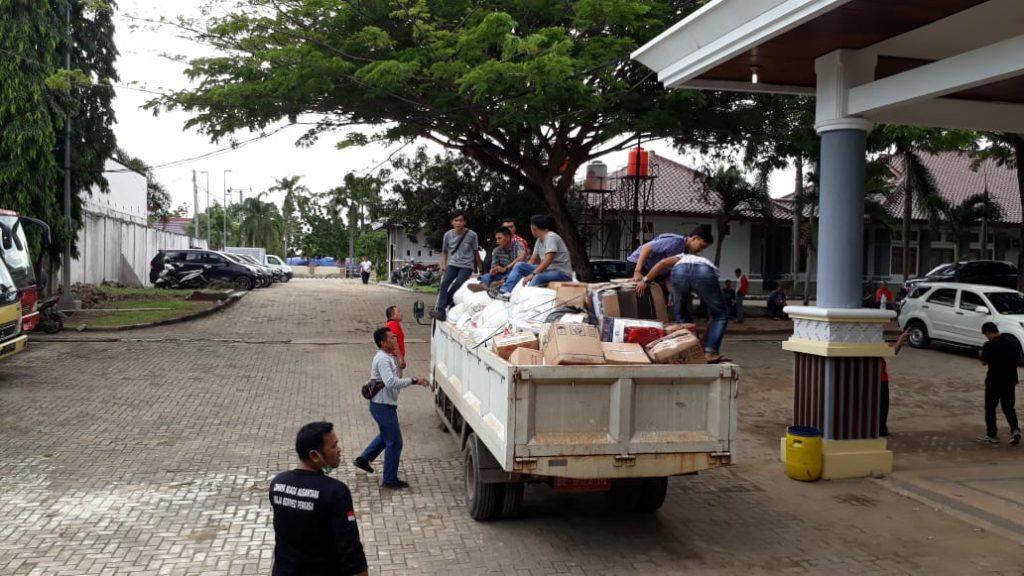 IMG-20181228-WA0319-1024x576 Tak Kenal Lelah, 12 Orang Staf Sekretariat DPRD Lamsel Diperbantukan Jadi Relawan Tsunami