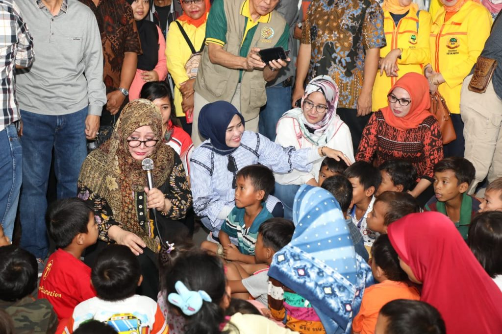 IMG-20181229-WA0274-1024x682 (Video) Tutut Soeharto Saat Hibur Anak-Anak Korban Tsunami Di Pengungsian Lamsel