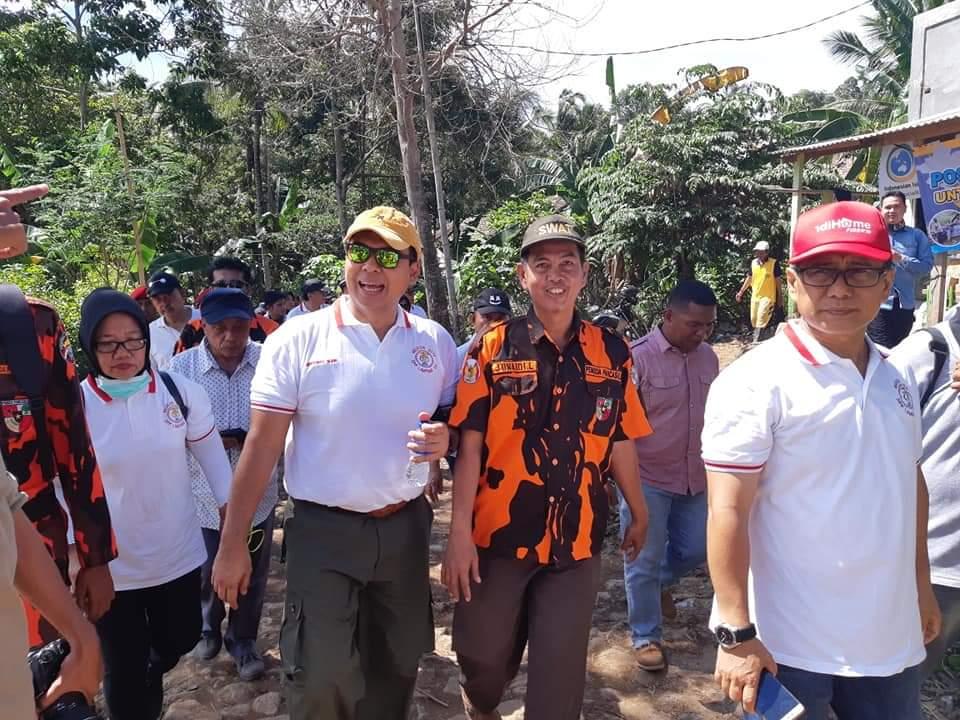 IMG-20181229-WA0290 Mantan Bupati Lamsel Berikan Bantuan Penerangan Tuk Korban Tsunami
