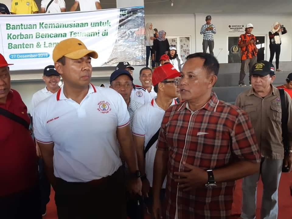 IMG-20181229-WA0291 Mantan Bupati Lamsel Berikan Bantuan Penerangan Tuk Korban Tsunami