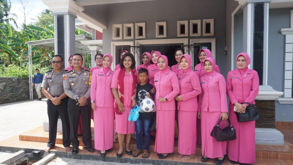IMG-20181231-WA0040-1024x576 Jenguk Adit, Ketua Bhayangkari Lampung Sampaikan Penghargaan Kepada Aiptu Turono