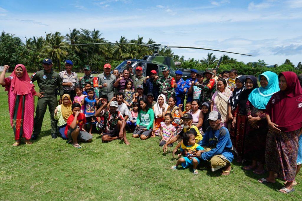 IMG-20181231-WA0059-1024x682 Nanang Sambangi Pulau Sebesi Dengan Helikopter, Warga Minta Listrik Segera Dihidupkan