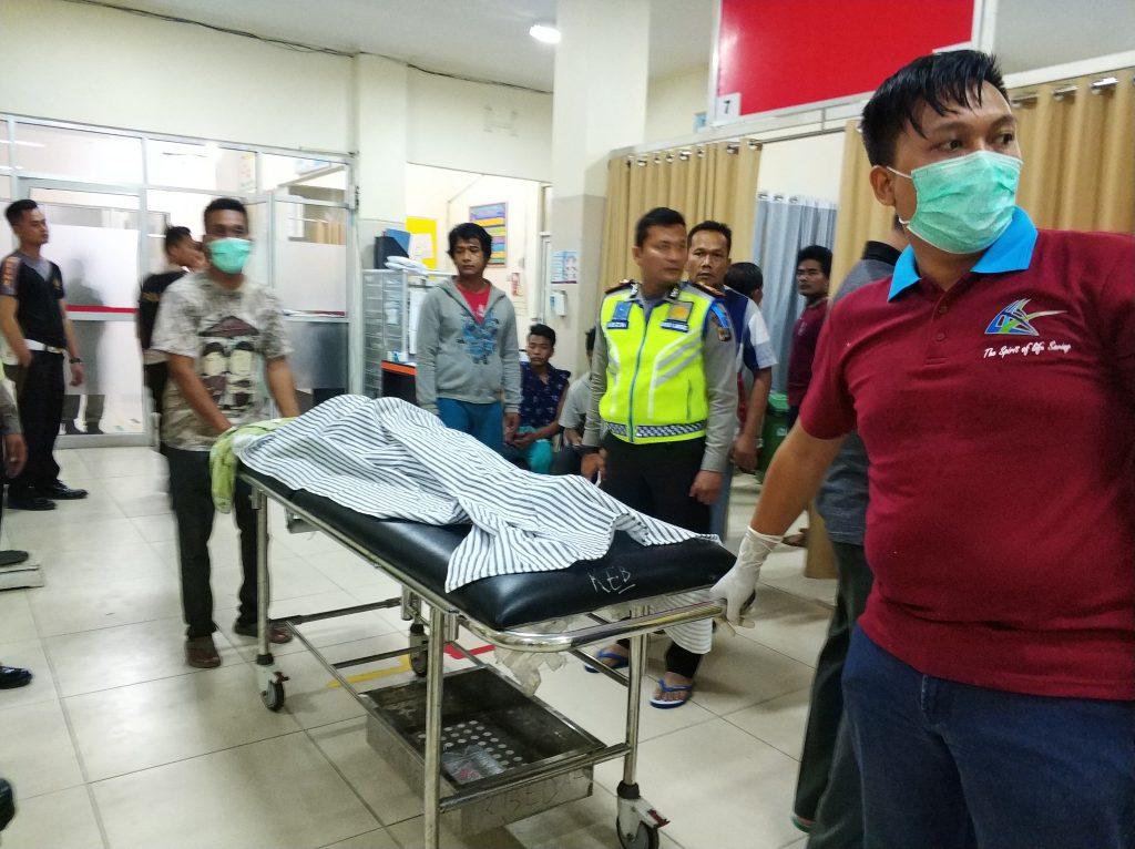 IMG_20181222_234629-1024x766 Korban Ombak Pasang Berjatuhan, Ketua DPRD Lamsel Langsung Pantau & Datangi Korban Di RSU
