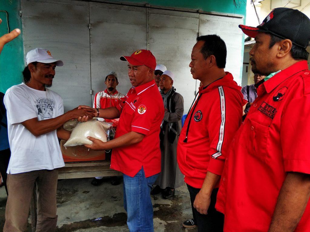 IMG_20181227_113123-1024x766 (Berita Foto) DPC PDI Perjuangan Lamsel & Mukhlis Basri Salurkan Bantuan Logistik Tuk Korban Tsunami