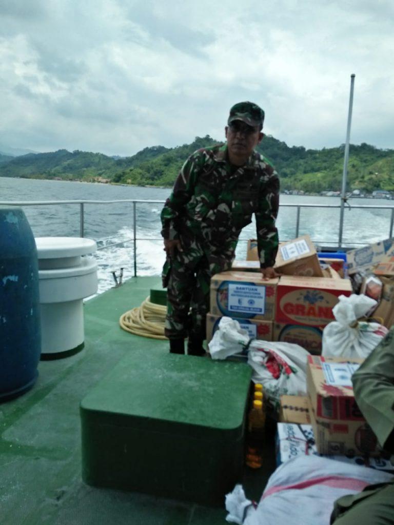 IMG-20190107-WA0038-768x1024 Kodim 0421 Lamsel Salurkan Bantuan Logistik Ke Pulau Legundi Pesawaran