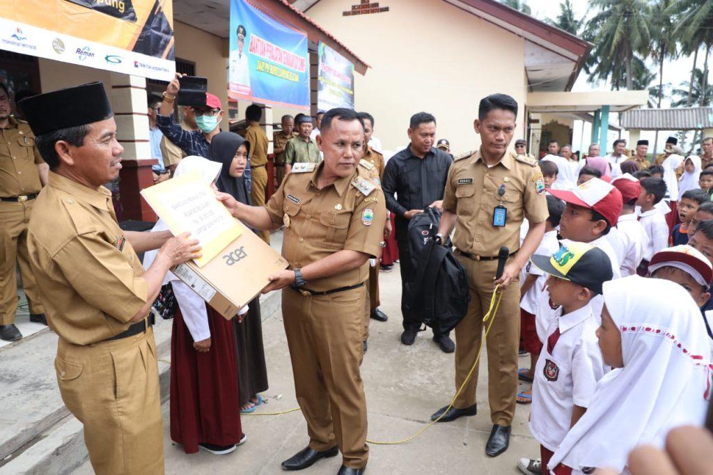 IMG-20190107-WA0048-1024x682 Datangi SDN 1 Kunjir, Nanang & Kadisdik Lamsel Berikan Seperangkat Alat Sekolah