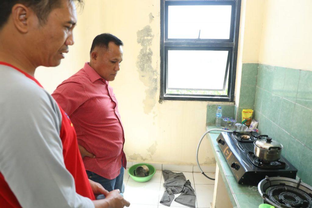 IMG-20190112-WA0093-1024x682 Pastikan Keadaan Pengungsi Baik, Nanang Kunjungi Huntara Wisma Atlet