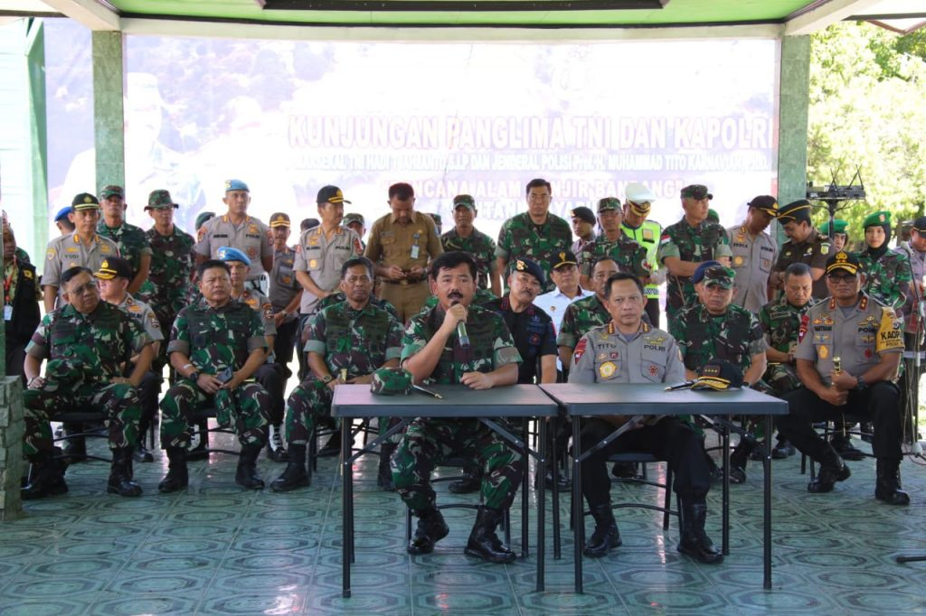 IMG-20190323-WA0035-1024x682 Panglima TNI & Kapolri Tinjau Penanganan Pasca Bencana Banjir Bandang Di Sentani