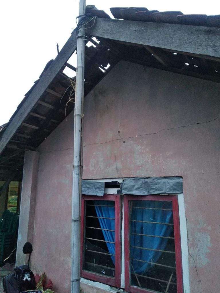 IMG-20200330-WA0017-768x1024 Diduga Disambar Petir, Warga Desa Canggu Meninggal Dunia